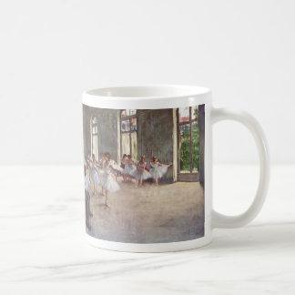 El ensayo del ballet cerca desgasifica taza de café