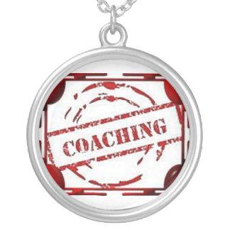 El entrenar alrededor del collar - tema rojo