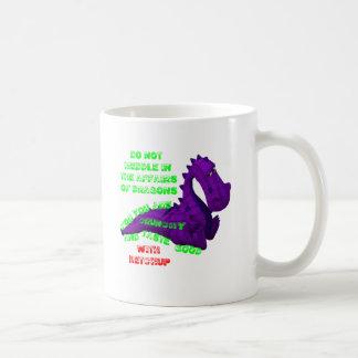El entrometerse en asuntos del dragón taza