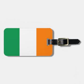 El equipaje irlandés de la bandera marca con etiqu etiquetas bolsas