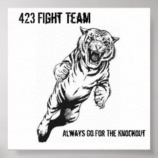 El equipo de 423 luchas, va siempre para el Kno… Póster