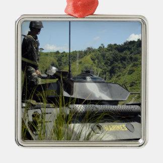 El equipo de aterrizaje de batallón marino filipin ornamente de reyes