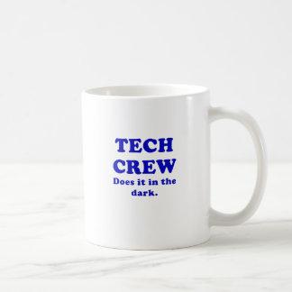 El equipo de la tecnología lo hace en la oscuridad taza