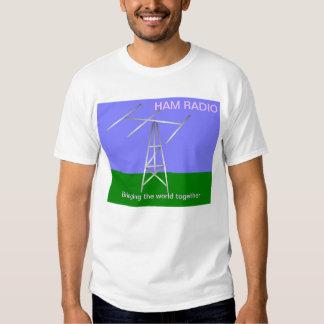 El equipo de radio-aficionado trae la camiseta del playera