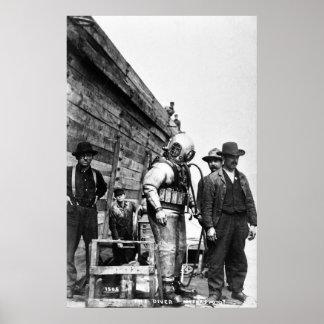 El equipo de submarinismo del casco del vintage póster