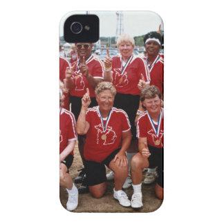 El equipo del softball es competidores en el Case-Mate iPhone 4 protector