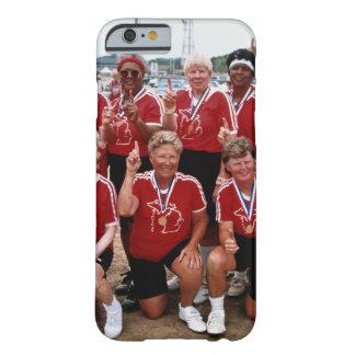 El equipo del softball es competidores en el funda de iPhone 6 barely there