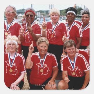 El equipo del softball es competidores en el calcomanía cuadradas personalizadas