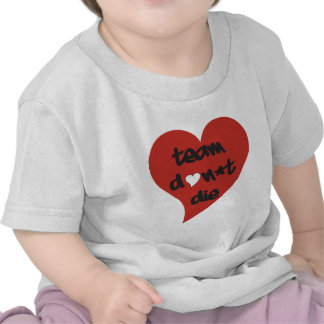 El equipo no muere corazón camisetas