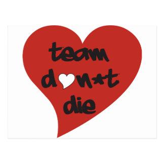 El equipo no muere corazón tarjeta postal