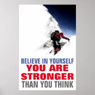 El escalador de montaña cree en sí mismo de póster