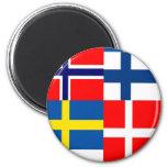 El escandinavo señala el cuarteto por medio de una imán de frigorifico