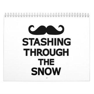 El esconder a través de la nieve calendarios