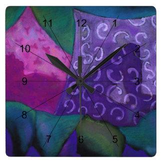 El escondite - cielo púrpura y magenta abstracto reloj cuadrado