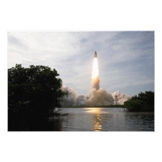 El esfuerzo del transbordador espacial quita 2 impresión fotográfica