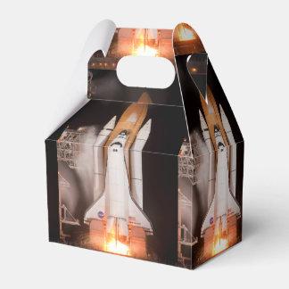El esfuerzo del transbordador espacial quita cajas para regalos