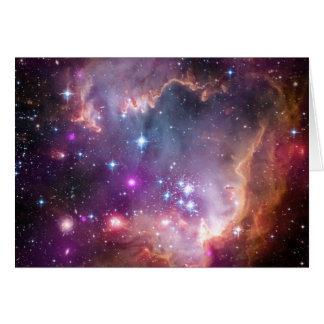 El espacio brillante de la nebulosa protagoniza al tarjeta de felicitación