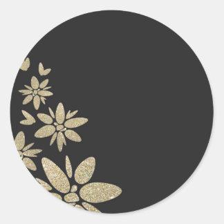 El espacio en blanco negro elegante invita con las pegatina redonda
