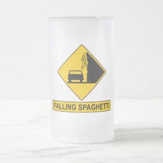 El espagueti cae taza cristal mate