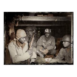 El esperar de los médicos de WWII Tarjetas Postales
