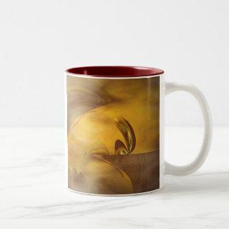 El esperar en el borde tazas de café