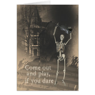El esqueleto con el violín se atreve le para salir tarjeta de felicitación