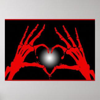 El esqueleto da el corazón rojo póster