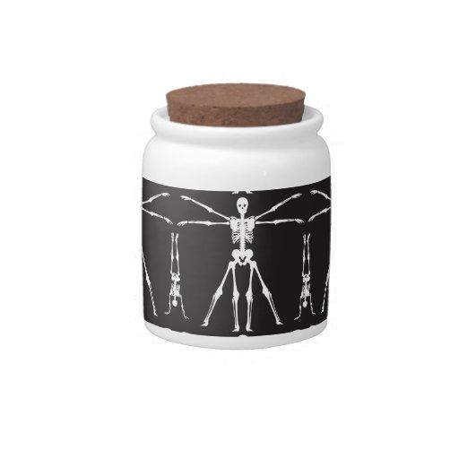 El esqueleto divertido ejercita los cráneos gótico jarras para caramelos
