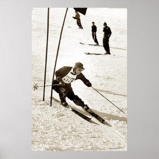 El esquí del eslalom del esquí que compite con se  póster