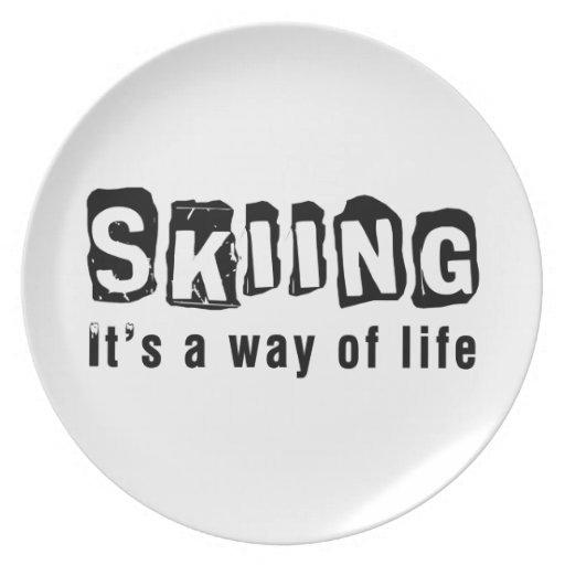 El esquí él es una manera de vida plato para fiesta