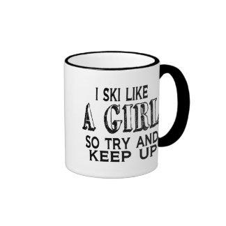 El esquí tiene gusto de un chica taza de dos colores