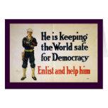 Él está manteniendo el mundo seguro para la tarjeta de felicitación