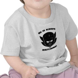 ¡Él ESTÁ MIRANDO siempre! Camiseta