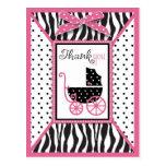 El estampado de zebra y el carro de bebé le agrade tarjeta postal