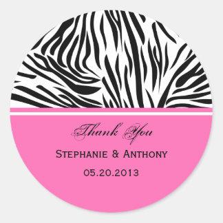 El estampado de zebra y las rosas fuertes blancos pegatina redonda