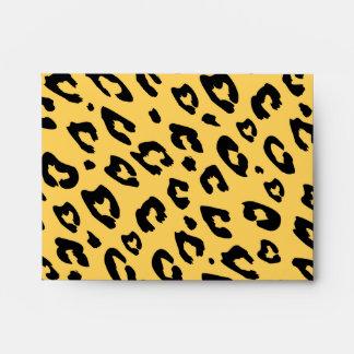 El estampado leopardo envuelve el modelo animal sobres