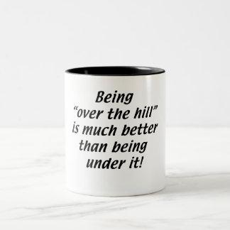 El estar sobre la colina es mejor que estando deba taza dos tonos