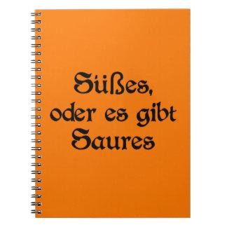 El estilo alemán de Halloween celebra Spiral Notebook