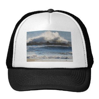 El estrellarse de las ondas gorras