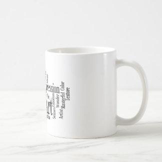 El estudiante de arte creativo de proceso artístic taza de café