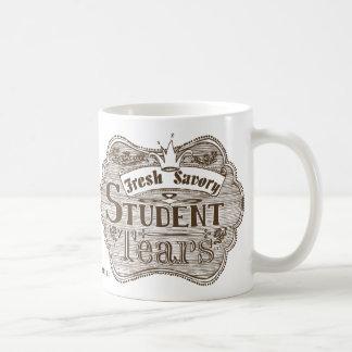 El estudiante sabroso rasga la pizarra dibujada taza básica blanca