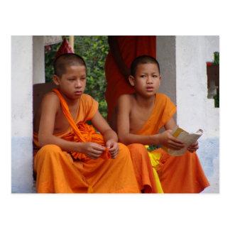 El estudiar de dos monjes del novato postal