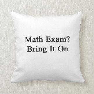 El examen de la matemáticas lo trae encendido almohada