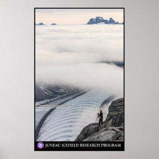 El examinar cerca del foso de Gilkey - Juneau Icef Impresiones