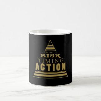 El éxito es… (negro y oro) taza de café