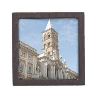 El exterior de la iglesia de Maria Maggiore del sa Cajas De Joyas De Calidad