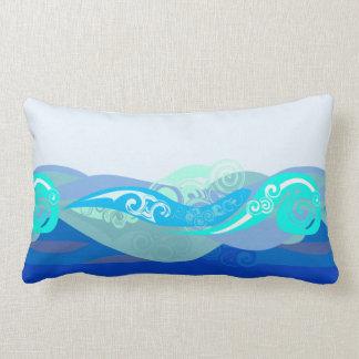 El extracto azul agita la almohada lumbar
