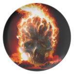 El extracto colorea el cráneo del infierno plato