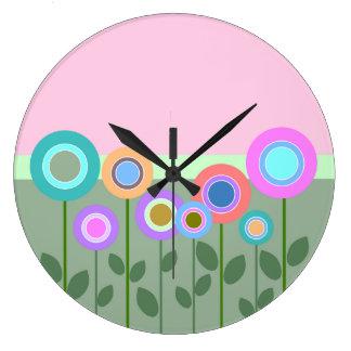 El extracto lindo florece el reloj de pared