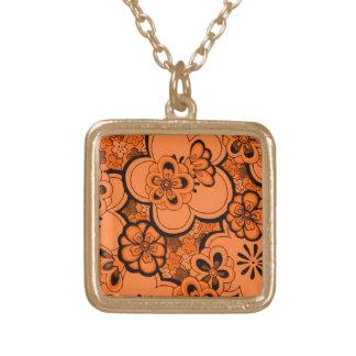 El extracto retro florece el collar del naranja de